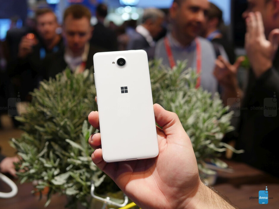 Microsoft Lumia 650 hands-on: well that's a nice entry-level device!