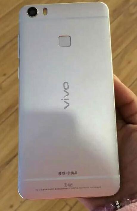 Live shots of the Vivo Xplay 5 leak