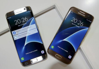 Samsung says pre-orders of the Galaxy S7 edge (L) and Galaxy S7 (R) are surpassing expectations