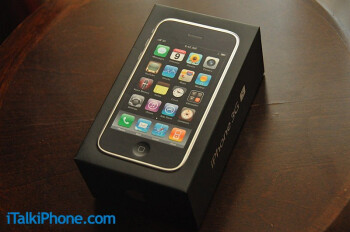 Apple iPhone 3G S comes in the same box