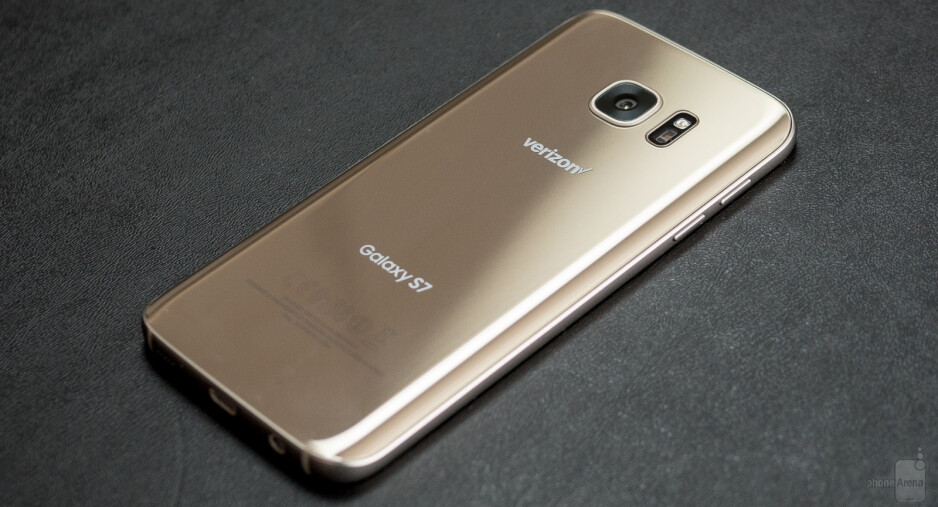 Samsung reportedly shipped nearly 10 million Galaxy S7 units in March, besting analyst expectations