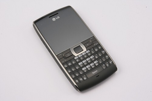 The LG GW550 is a WM smartphone - LG GW550 is a new WM-powered smartphone with QWERTY keyboard