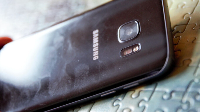 The usual smudgy and messy real-life look of the Samsung Galaxy S7 - 5 reasons why you should get the HTC 10 over the Samsung Galaxy S7
