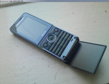 Sony Ericsson's Twiggy revisits flip form factor?
