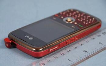 The LG GW600 aka HQ has a 20-key keyboard