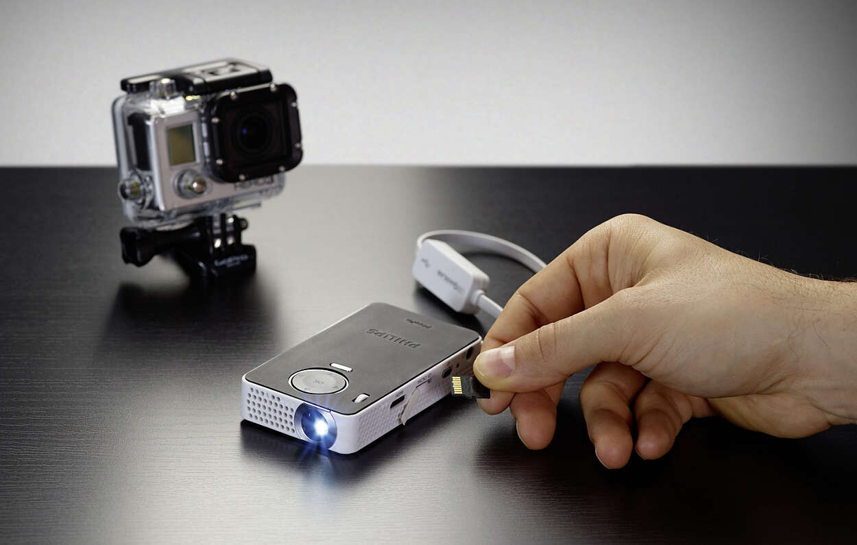 Small portable battery powered projectors for iphone and for Iphone 6 projector price
