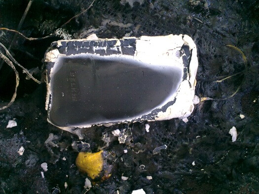 iPhone spontaneously combusts and lays waste to car seat