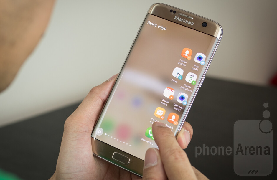 The Galaxy S7 edge has a cutting-edge curved Samsung AMOLED display. - (Update) Samsung OLED displays are the way forward as LCD screens have ran their course
