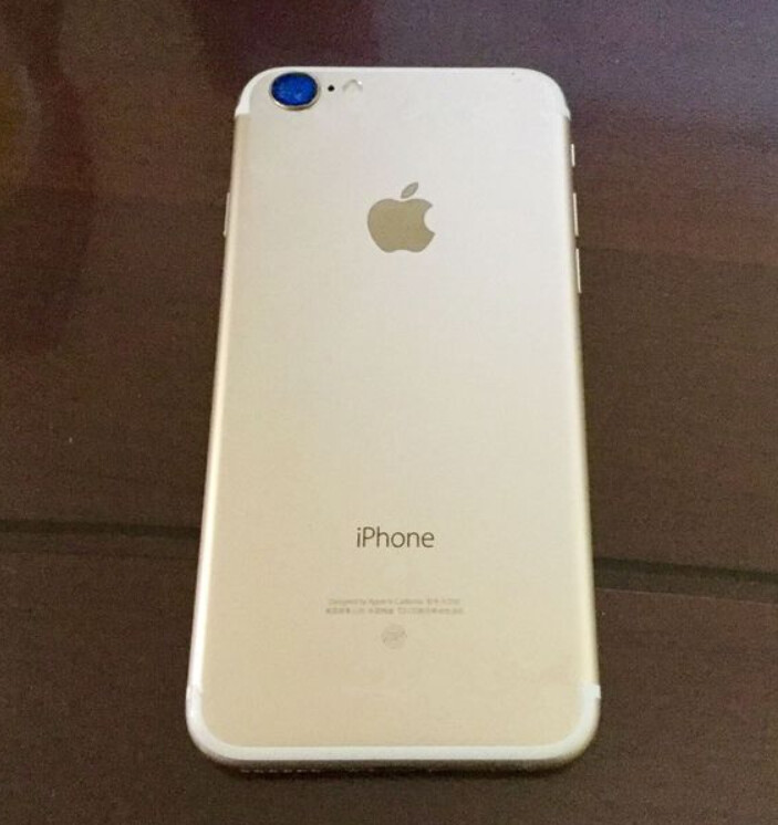 Photo allegedly shows the back of a gold-colored Apple iPhone 7 - Back of gold-colored Apple iPhone 7 poses for posterity?