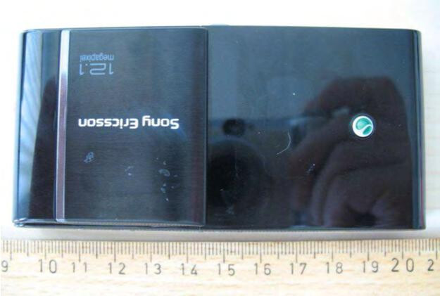 Sony Ericsson's Satio and its' 12.1MP camera visit the FCC