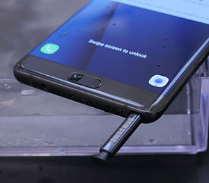 The Galaxy Note 7 and its new S Pen, both ready to get wet