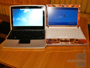 Nokia Booklet 3G next to Samsung N10