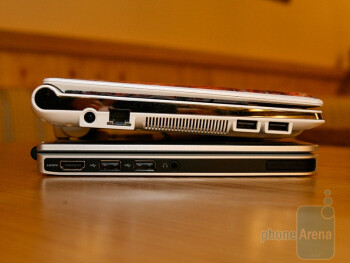 Nokia Booklet 3G next to Samsung N10
