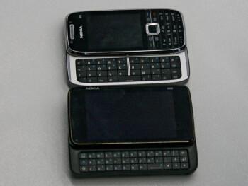 N900 next to E75