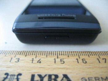 Sony Ericsson Aino carries AT&T/Rogers 3G spectrum through FCC