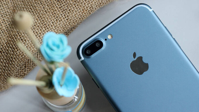 Alleged iPhone 7 Plus in Deep Blue, assembled and working, pops up in a series of high-quality photos