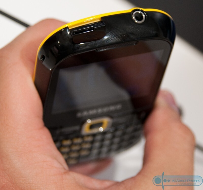 The Samsung B3210 sports a full QWERTY keyboard and youthful design