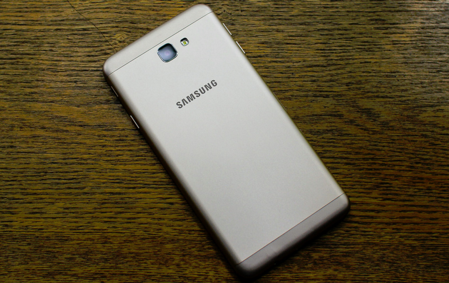 Improved Samsung Galaxy J7 gets leaked with more RAM and ... Xperia J White