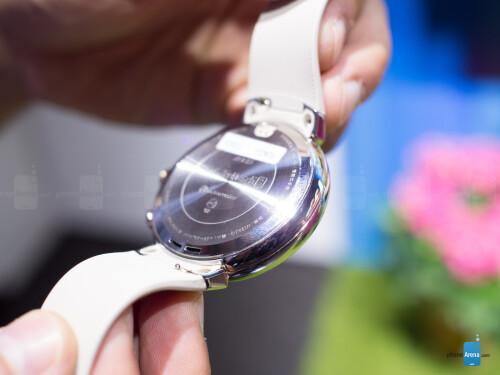 Asus ZenWatch 3 photos