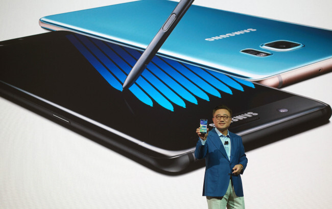 Samsung Mobile head Koh Dong-jin just did a press conference explaining the Note 7 shipment delays - Samsung issues a massive Note 7 recall, and an apology