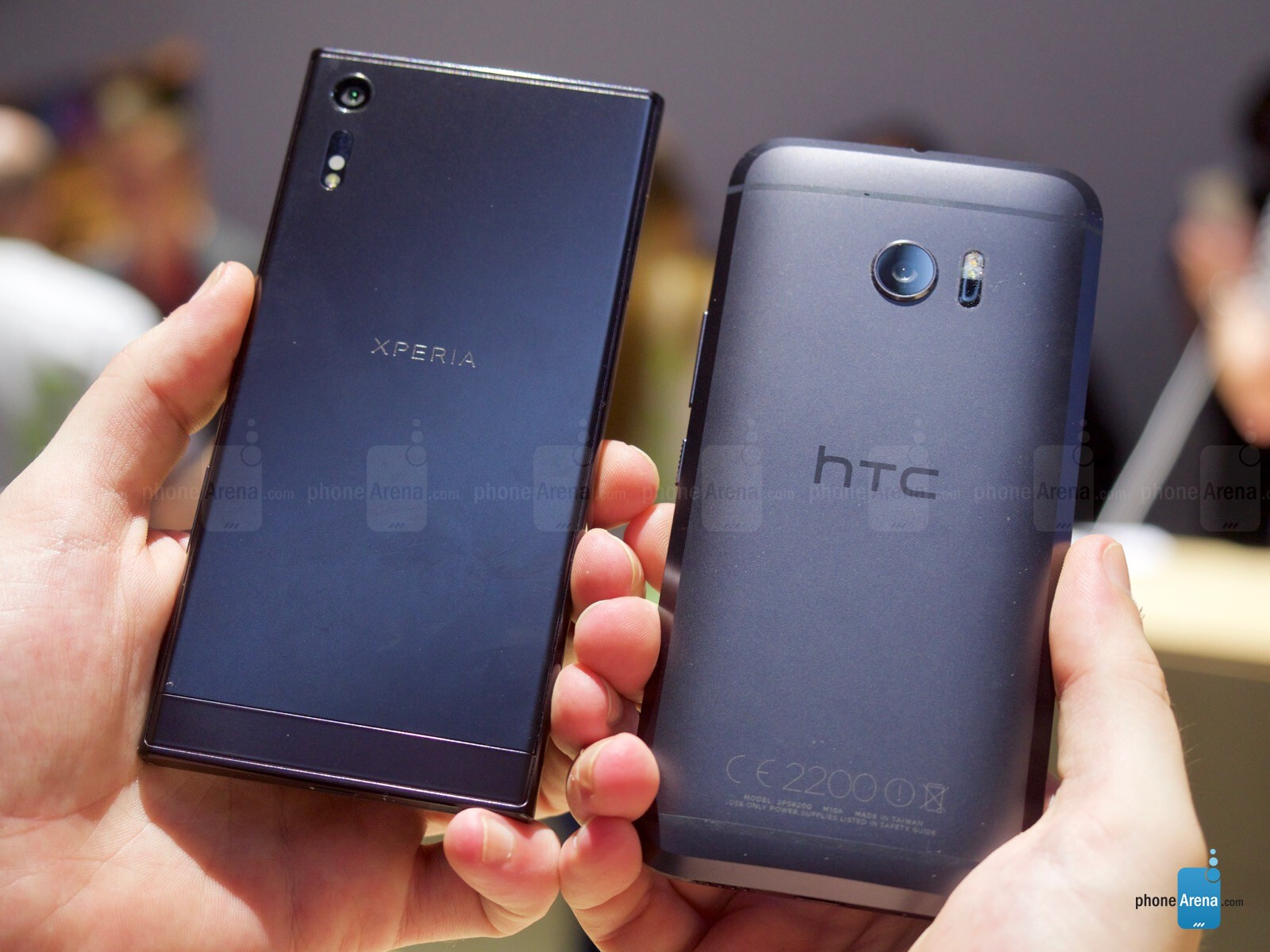 Sony Xperia XZ vs HTC 10: first look and impressions