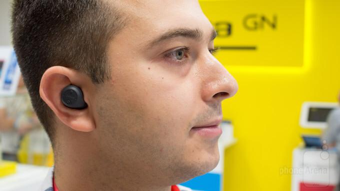 Jabra Elite Sport Hands On Light Sweat Proof Completely Wireless Earphones Phonearena Reviews Phonearena