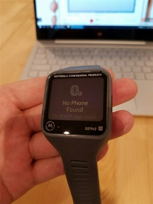 Motorola smartwatch prototype featured a rectangular screen and a microUSB port