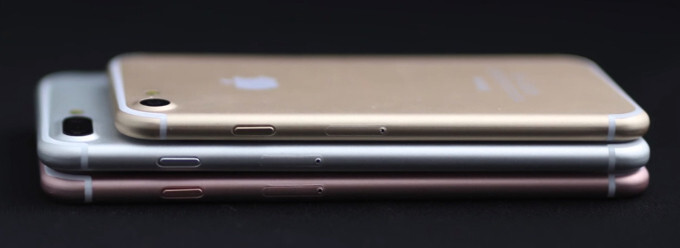 iPhone 7 poses for the camera in two colors mere hours away from official announcement