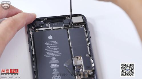Apple iPhone 7 teardown