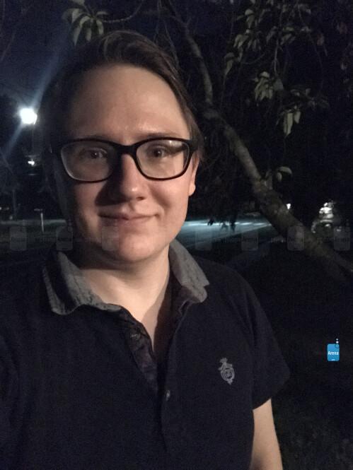 Night selfie wo/ Retina flash