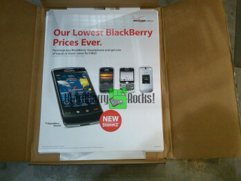 BlackBerry Storm 2 promo materials hit Verizon stores