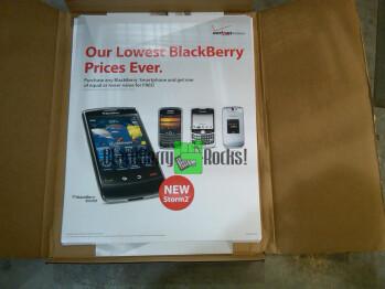 BlackBerry Storm 2 promo materials hit Verizon stores