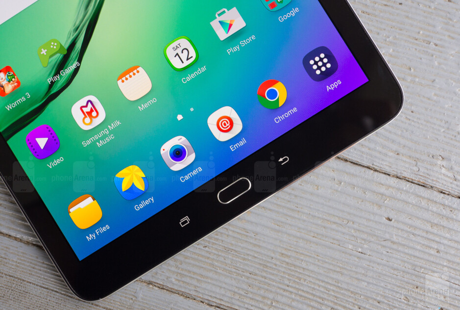 Samsung's Galaxy Tab S2 9.7-inch - Smoking Samsung tablet forces flight to make an emergency landing