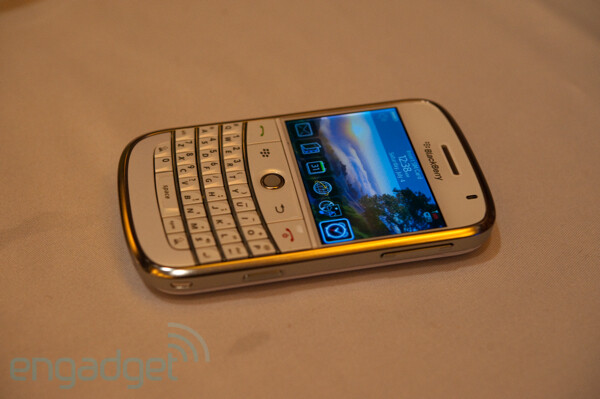 AT&T confirms White BlackBerry Bold for October 18th