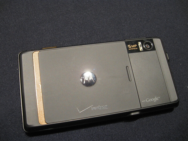 Hands on with the Motorola DROID and some of its optional accessories