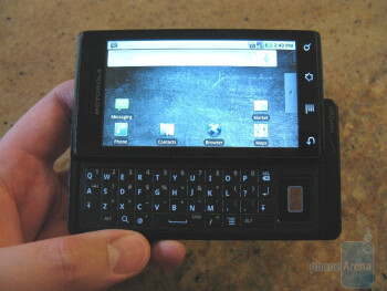 Even more hands-on images of the Motorola Droid!