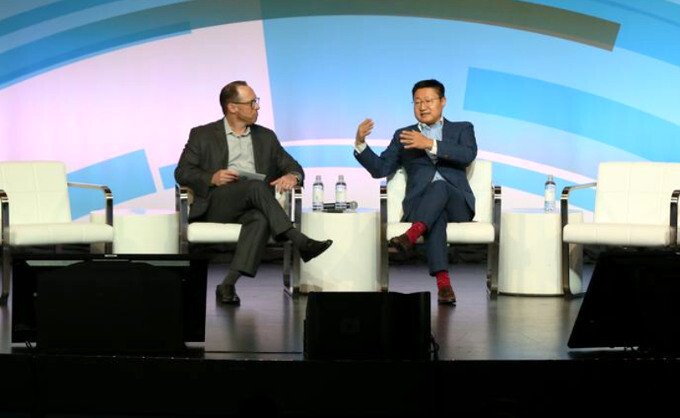 Glenn Lurie, CEO of AT&T Mobility, and Gregory Lee, CEO of Samsung North America, discussing industry trends and Samsung brand image at GSMA Mobility Live. - Samsung promises to work hard towards regaining consumer trust