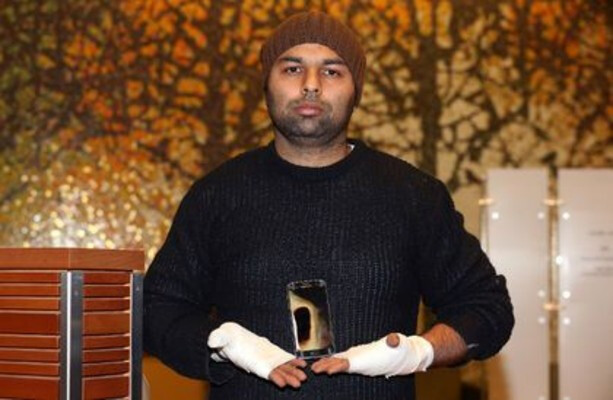 With his heavily bandaged hands, 34 year old Amarjit Mann holds the Samsung Galaxy S7 that exploded in his pocket on Sunday - Samsung Galaxy S7 explodes in its owner's hands causing second and third degree burns