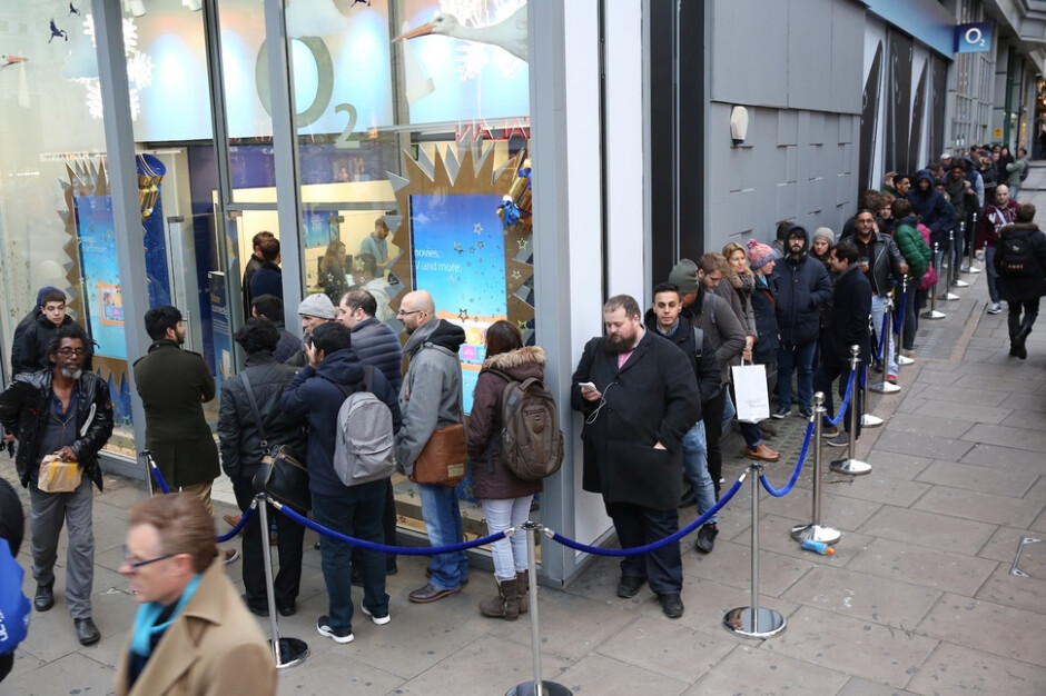 OnePlus's first retail launch in the UK draws huge crowd for the OnePlus 3T
