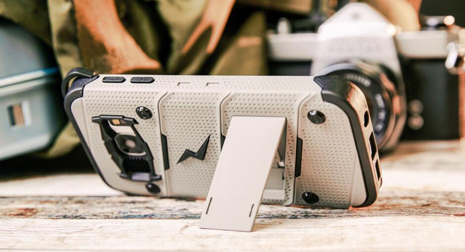 Best kickstand cases for Samsung Galaxy S7 edge