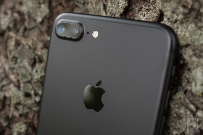 Some iPhone 7 Plus users report camera issues, units are eventually being repaired or replaced
