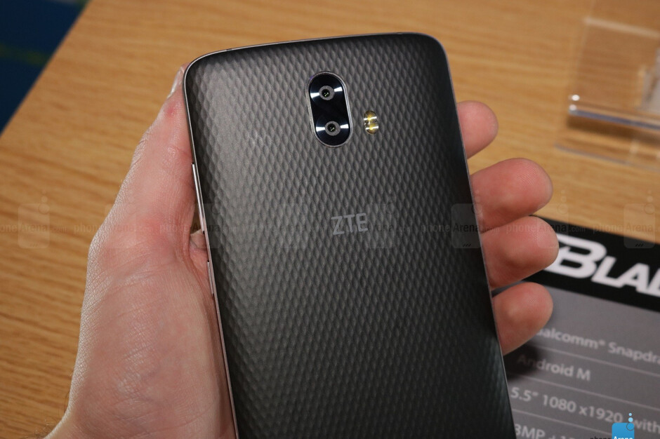 Hands on with the ZTE Blade V8 Pro - another budget, dual-camera smartphone