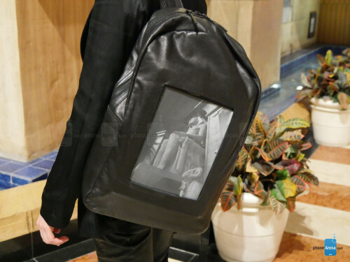 The POP-I backpack with e-ink display