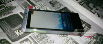 First pictures of the LG GD880 Mini surfaces