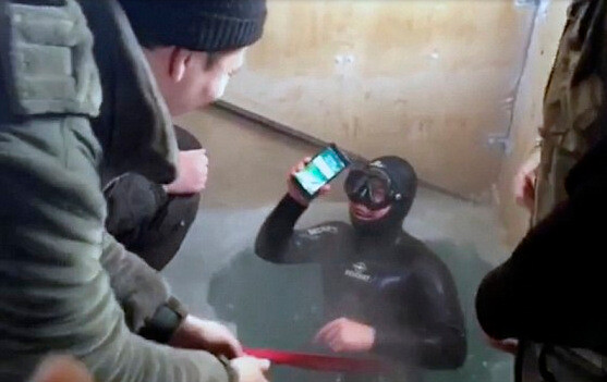 Diver surfaces with the Apple iPhone 7, still working after spending 13 hours in brutally cold water - Apple iPhone 7 still works after spending 13 hours in a frozen lake