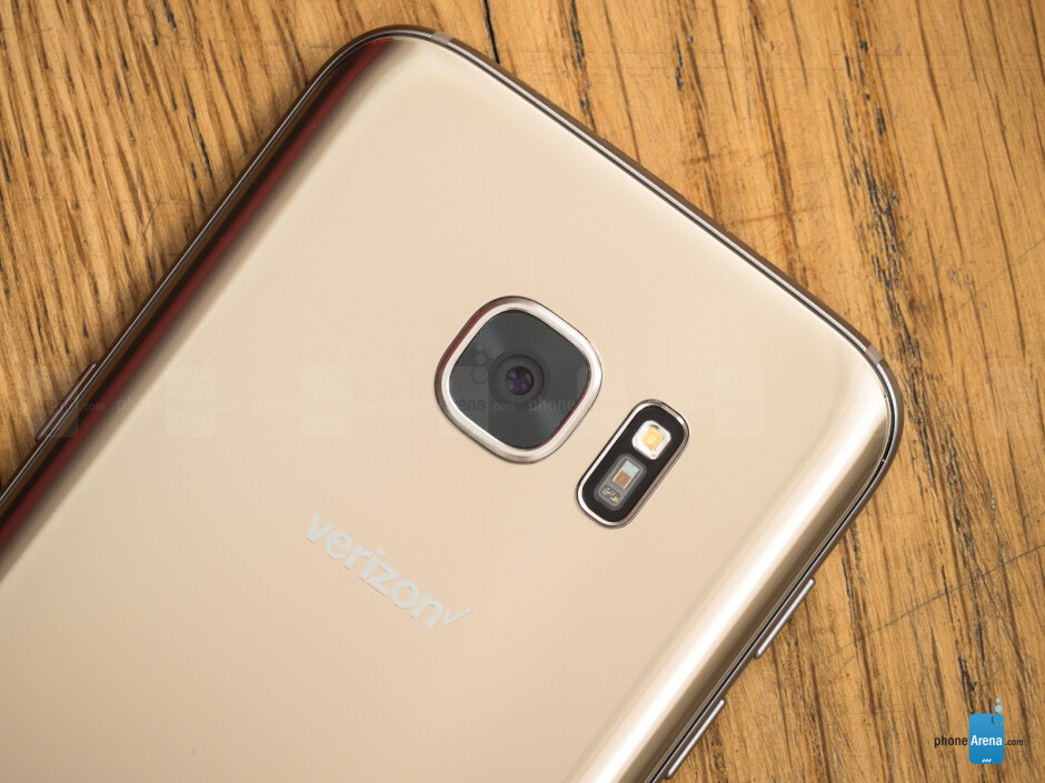Gold Samsung Galaxy S7 edge - Valentine's Day tech gift guide: here's what to get your significant other