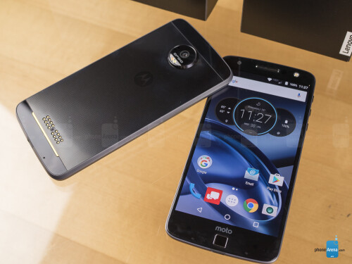 Moto Z Force Droid (left) and Moto Z Droid (right)