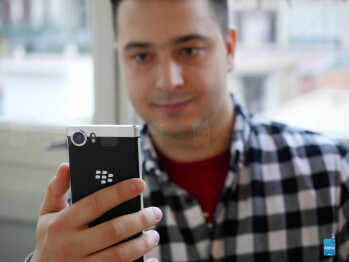 BlackBerry KEYone preview: let's bring the physical keyboard back from the dead! BlackBerry-KeyOne-hands-on---1