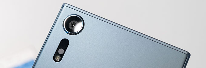 Sony Xperia XZs hands-on: a minor refresh with a fancy new camera