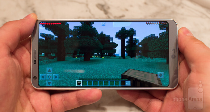Minecraft runs fine in the LG G6's native 18 by 9 display aspect ratio - LG G6 preview: the no-nonsense phone the G5 should have been